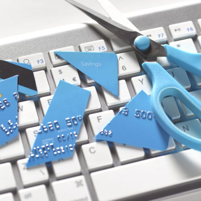 zniszczona karta kredytowa
